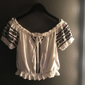 White/Black Off the shoulder Cropped Top